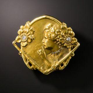 Art Nouveau Medallion Brooch en Habille, By Vernier - 1