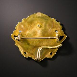Art Nouveau Medallion Brooch en Habille, by Vernier