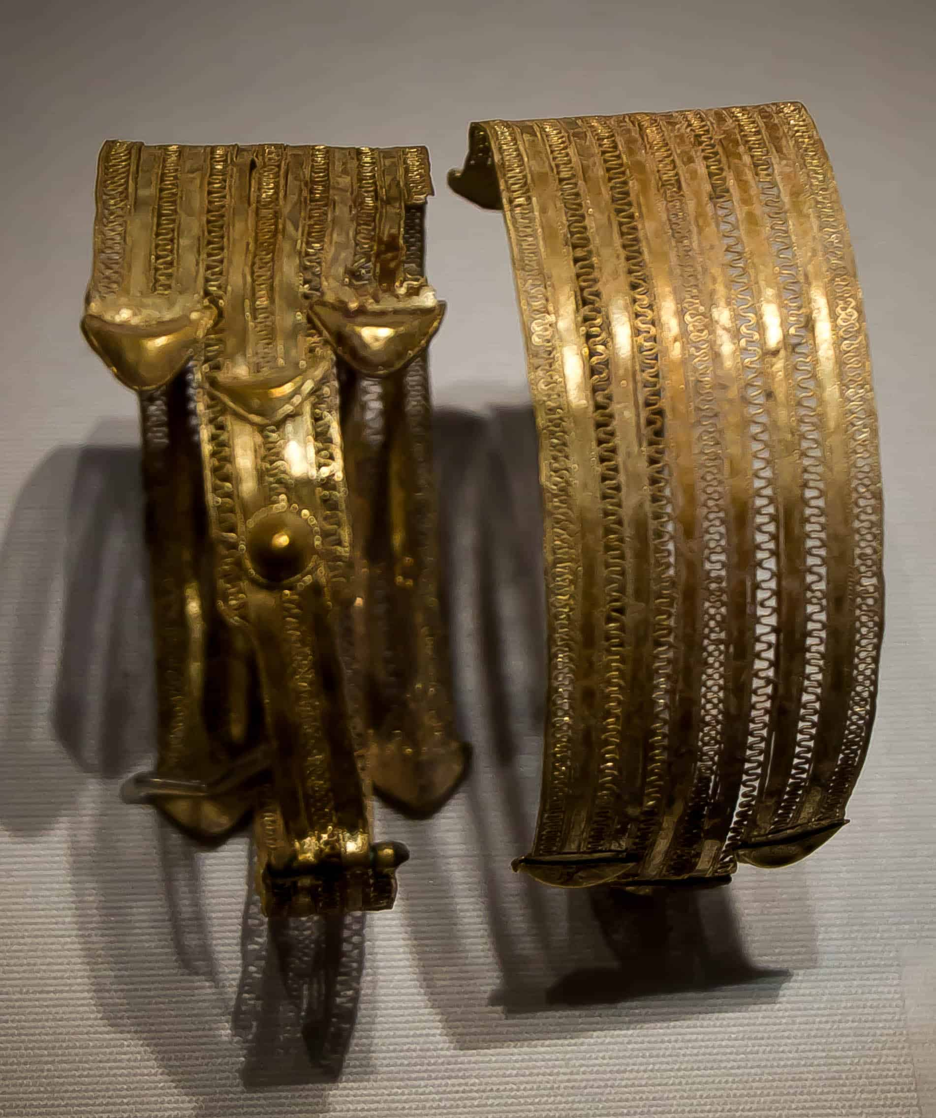 Ancient gold armlet.jpg