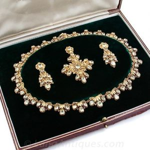 Late Georgian-Early Victorian Chrysoberyl Gold Filigree Parure.