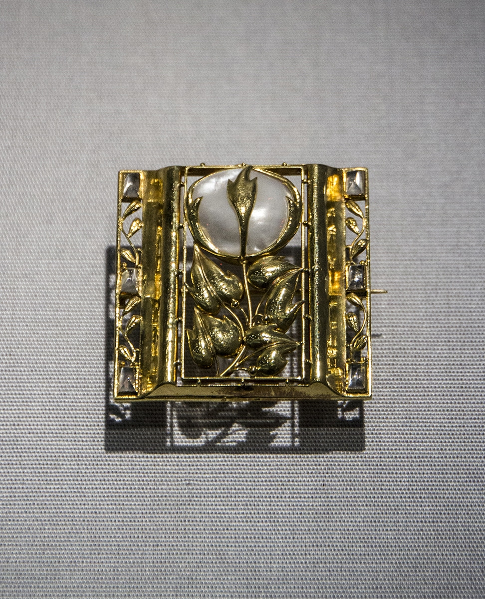 Art Nouveau Gold Brooch.jpg