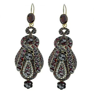 Beautiful Multi-Dimensional Victorian Bohemian Garnet Earrings in Gilt Metal from the Mid-19th Century.