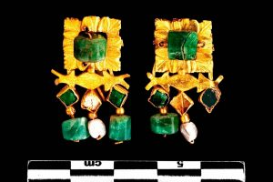 Emerald and Gold Earrings from theTreasure of Vaise