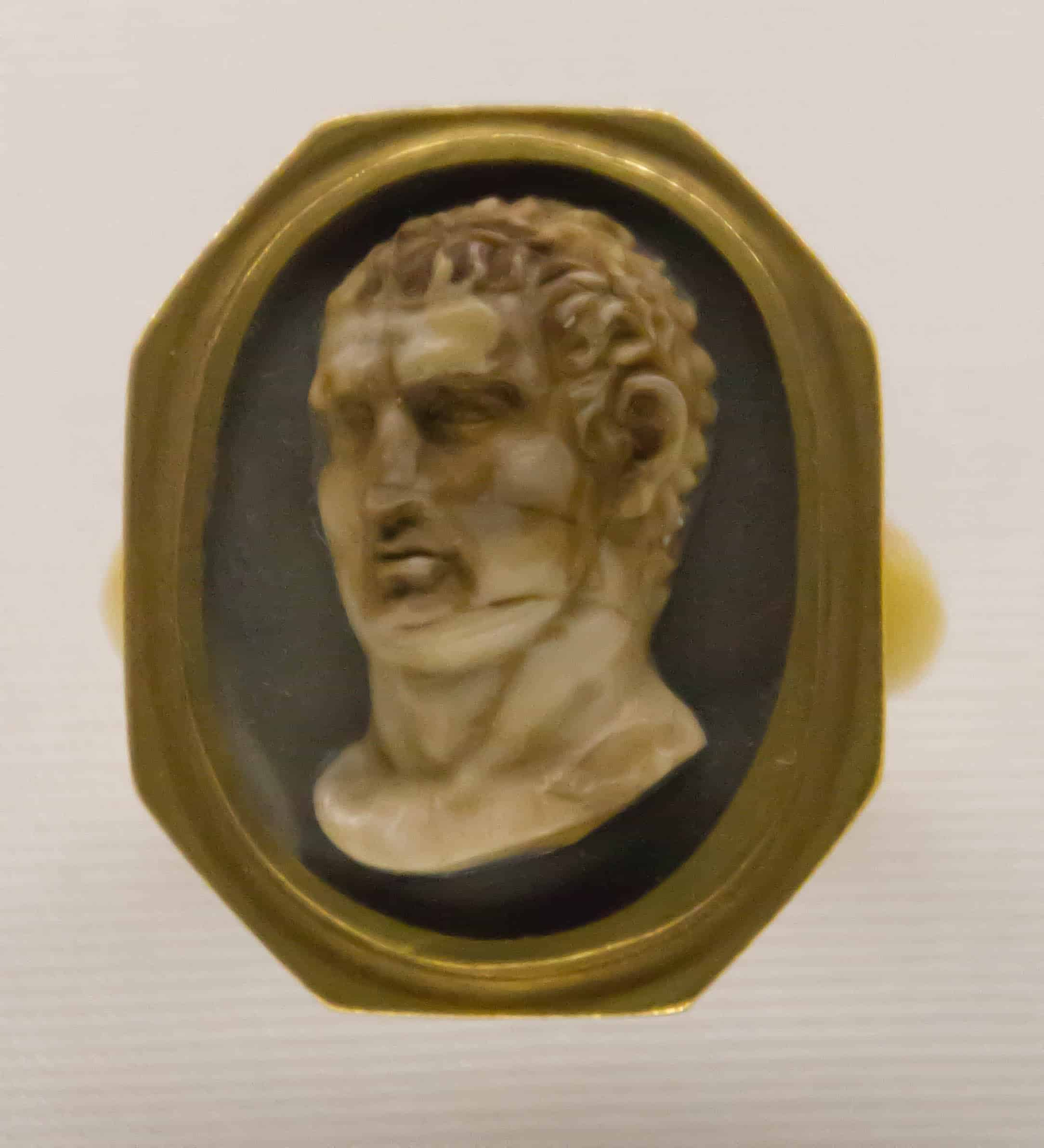 Cameo Italy Early 19th Century.jpg