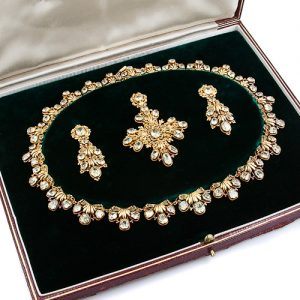 Chrysoberyl and Gold Filigree Parure.