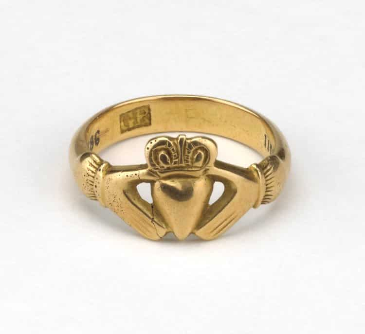 Claddagh ring.jpg