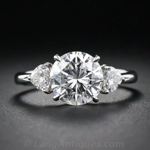 Contemporary Diamond Engagement Ring. ©