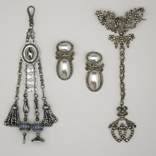 Coques de Perle Earrings.jpg
