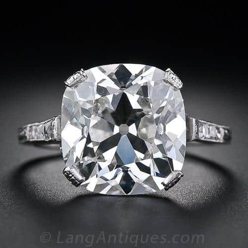 Cushion_Cut_Diamond_Ring
