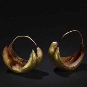 Double Boat Shaped Earrings c.2600-2000 B.C., Ur. © The Trustees of the British Museum.