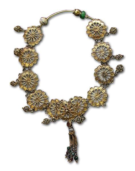 Floral Motif Roman Necklace.