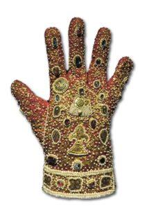 Imperial Glove in Schatzkammer in Wien (Austria).