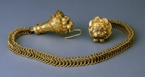 Italian Chain with Lion Head Terminals and Hook and Eye Clasp c.300 BC.