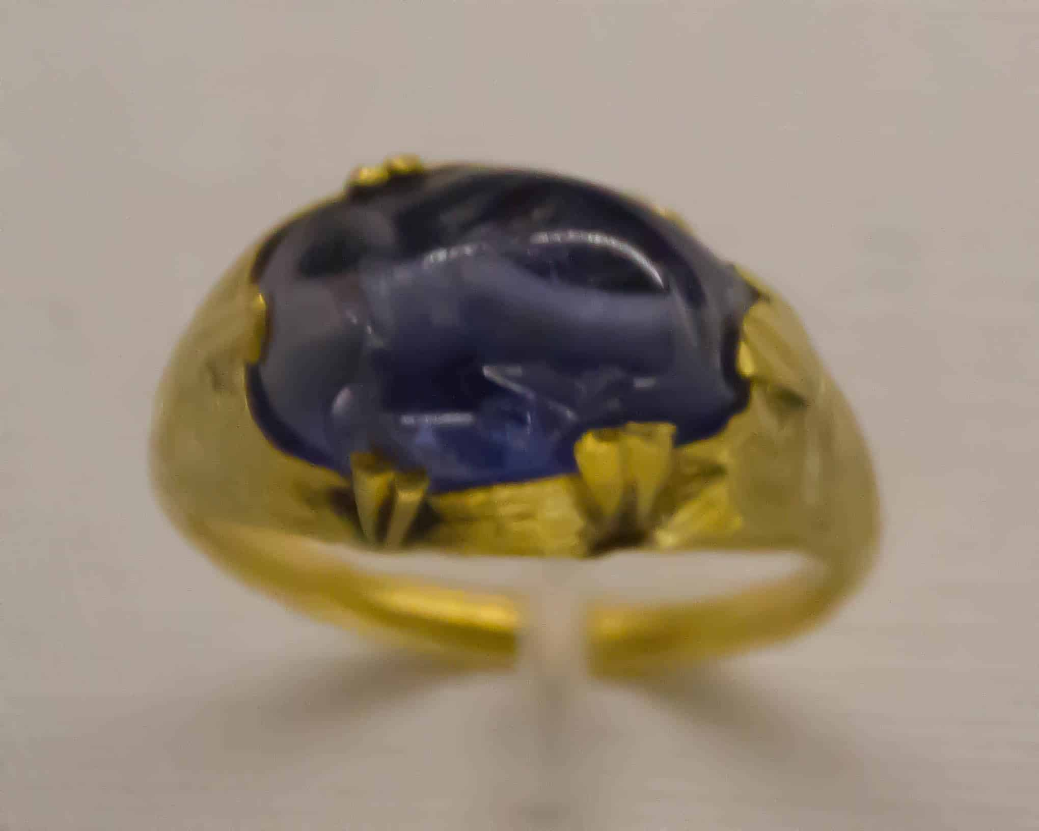 Gold Sapphire Ring Islamic 11th Cen.jpg