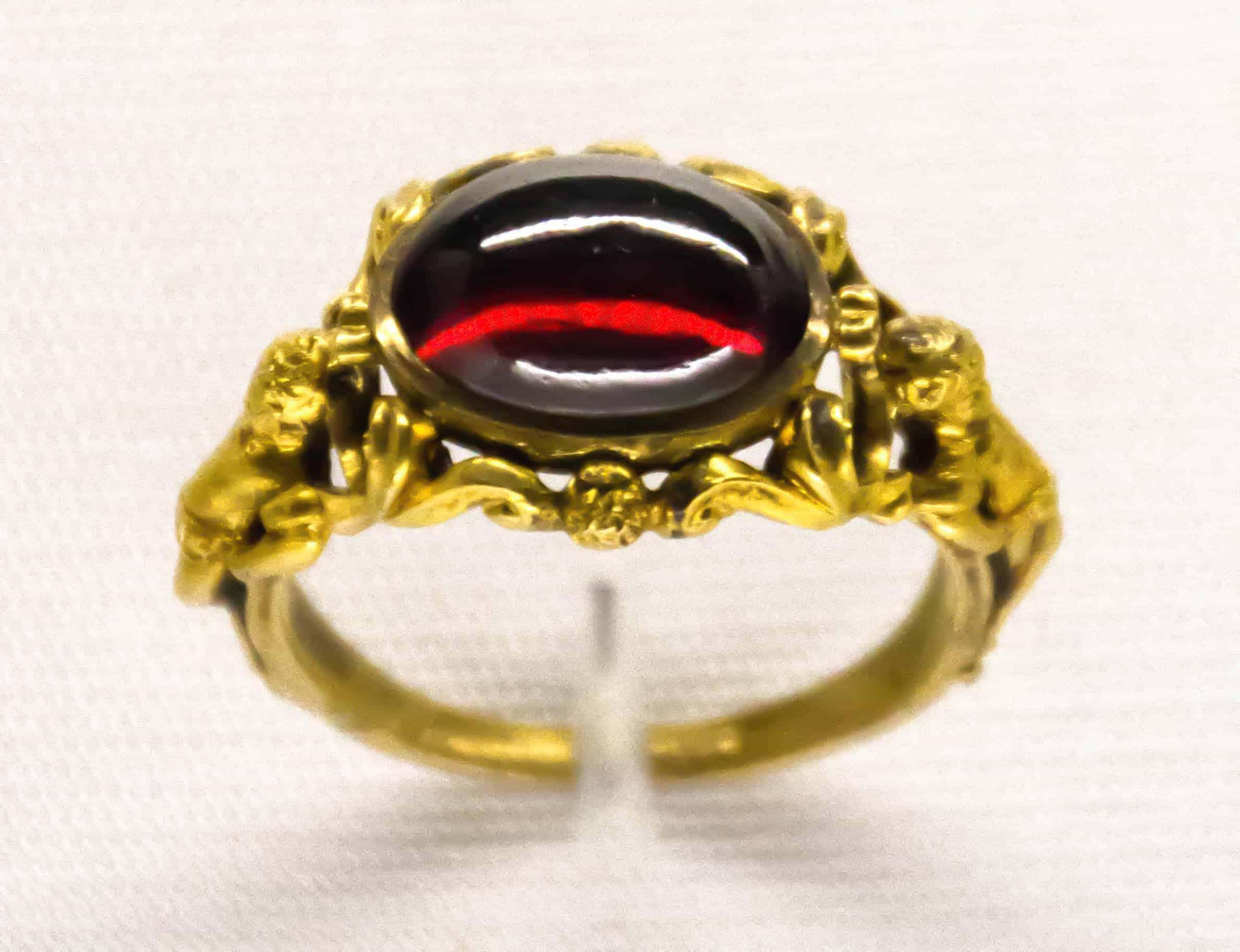 Gold garnet ring Germany ca1885.jpg