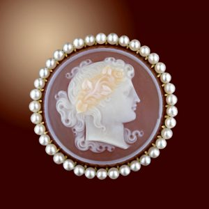 Finely Carved Hardstone (Sardonyx) Cameo Brooch.