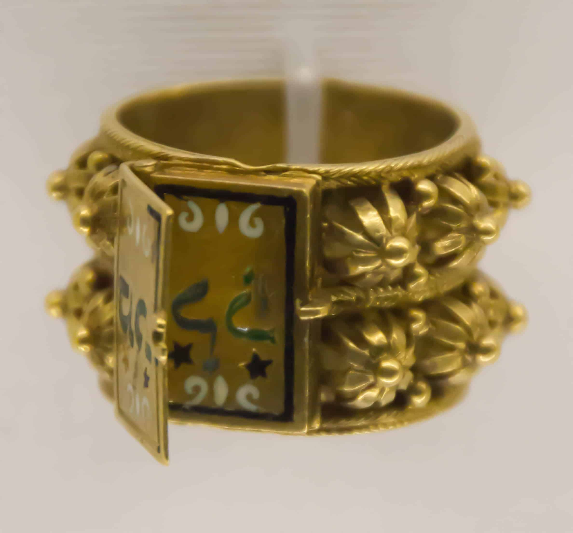 Jewish Wedding Ring Gold 18th 19th Cen Italy.jpg
