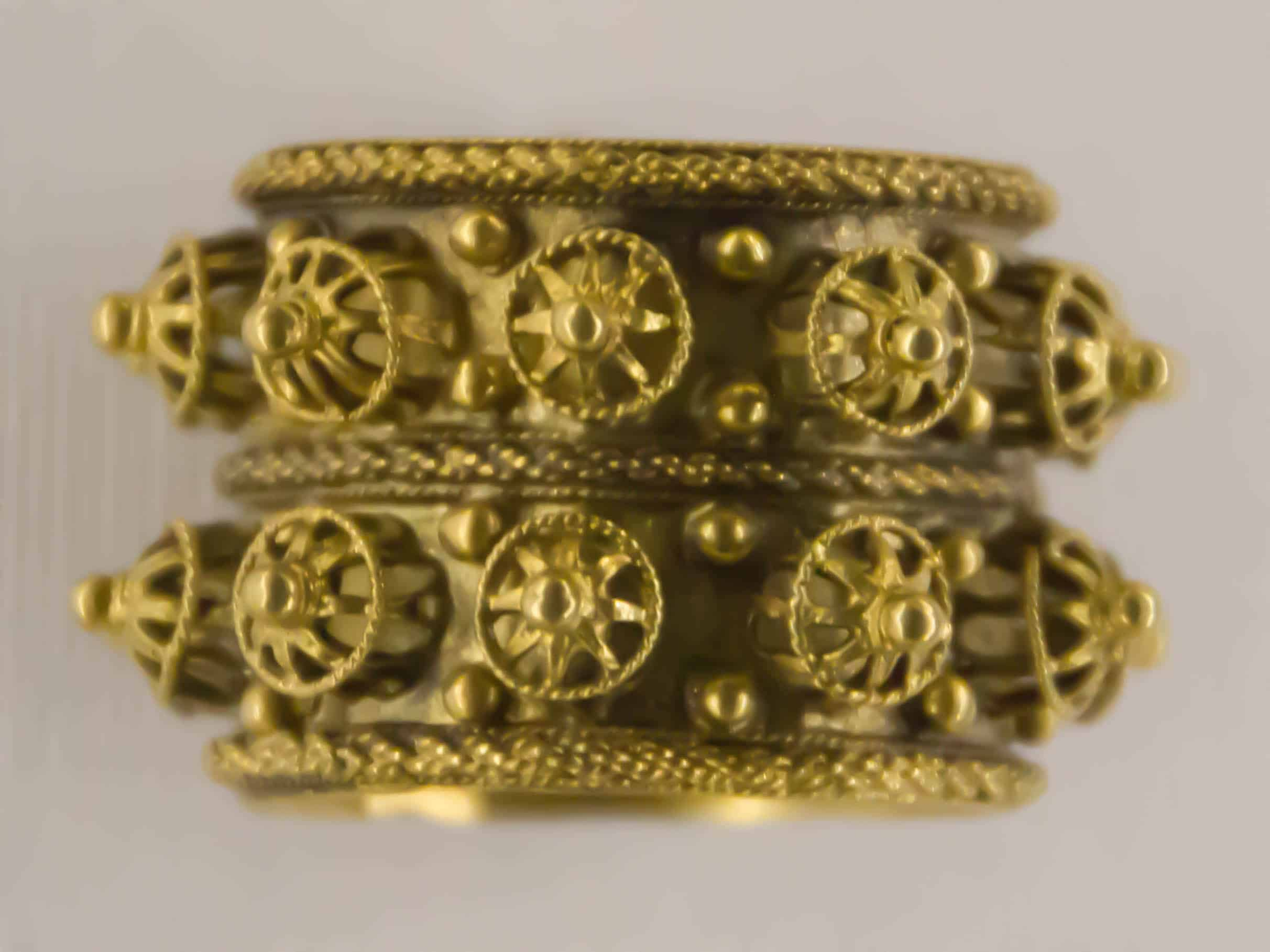 Jewish Wedding Ring Gold 18th 19th Cen Venice.jpg