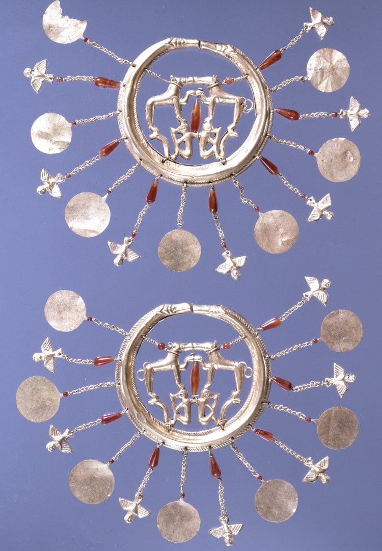 Minoan Earrings 1700 BC.jpg