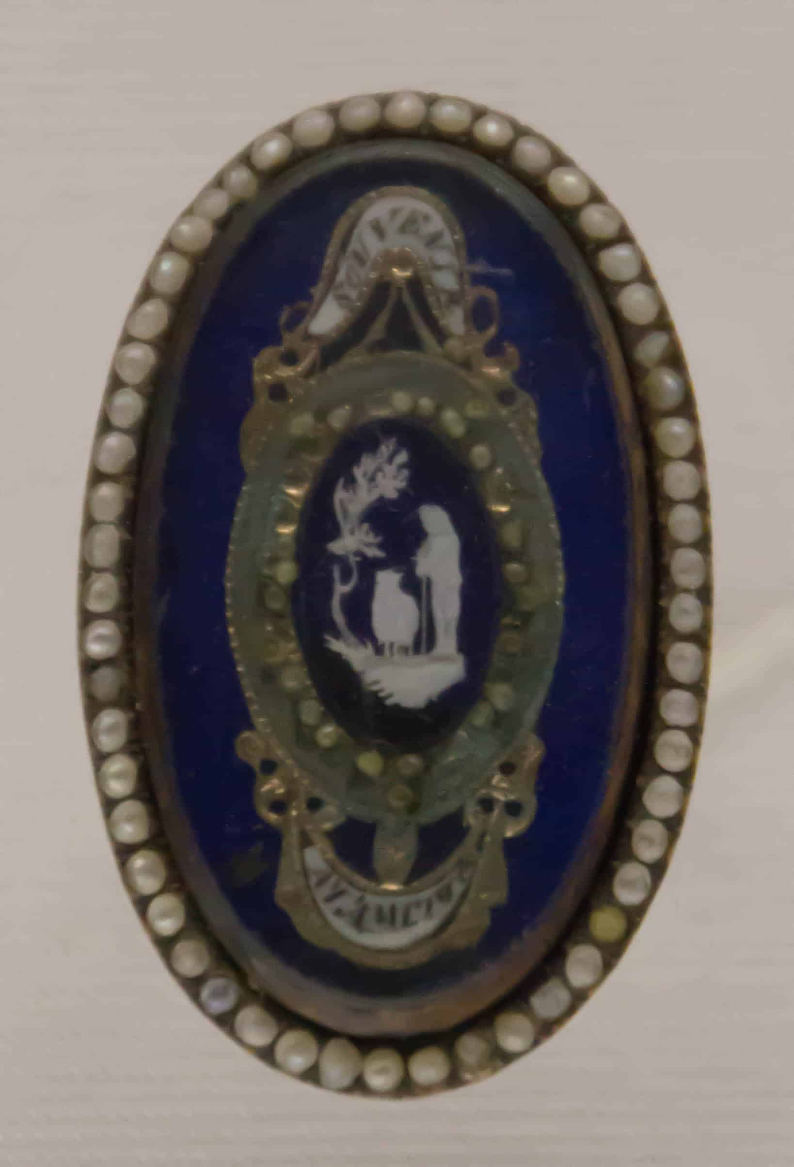 Mourning ring french ca 1800.jpg