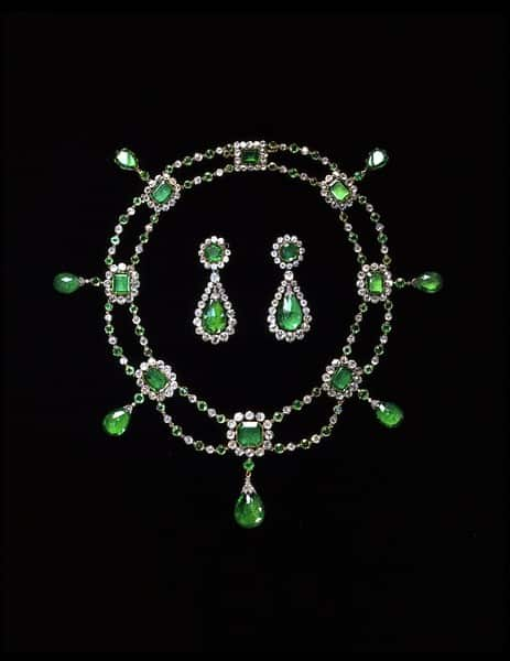 Nitot Emerald necklace.jpg