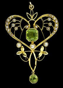 Art Nouveau Pendant Set with Peridot. Image courtesy of Lang Antiques
