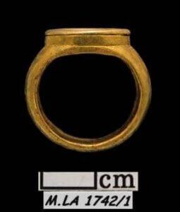 Phoenician Jewelry Kiton.