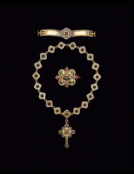 Quatrefoil Garnet Necklace.jpg