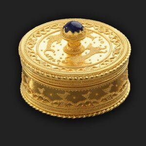 SEGIN (2009) – Box – Gold, sapphire – Museum of Fine Arts, Boston. Image Courtesy of © Akelo – Andrea Cagnetti – All Rights Reserved.