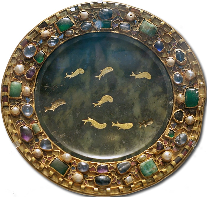 Serpentine Paten with Gold Inlay Surrounded by Gems in Gold 1st Century BC.  In the Collection of the Louvre, Paris.