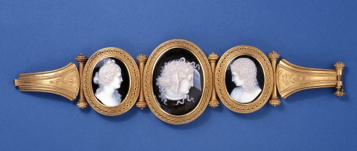 Bracelet with Venus, Medusa & Hymen c. 1850 Onyx. © Trustees of the British Museum.
