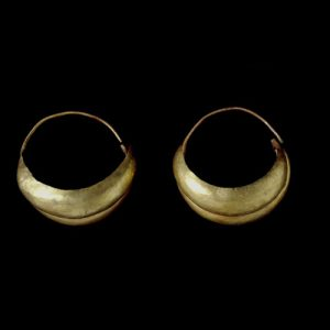 Double Boat Shaped Earrings. c.2600-2000 B.C., Ur. © The Trustees of the British Museum.