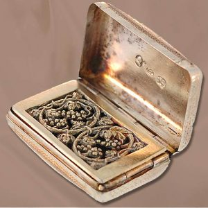 Sterling Silver Vinaigrette with Hinged Grapevine Motif Grill. Birmingham, circa 1790.