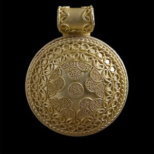YILDUN (2001) – Pendant – Gold – Museum of Art and Archeaology, University of Missouri – Columbia Missouri. Image Courtesy of © Akelo – Andrea Cagnetti – All Rights Reserved.