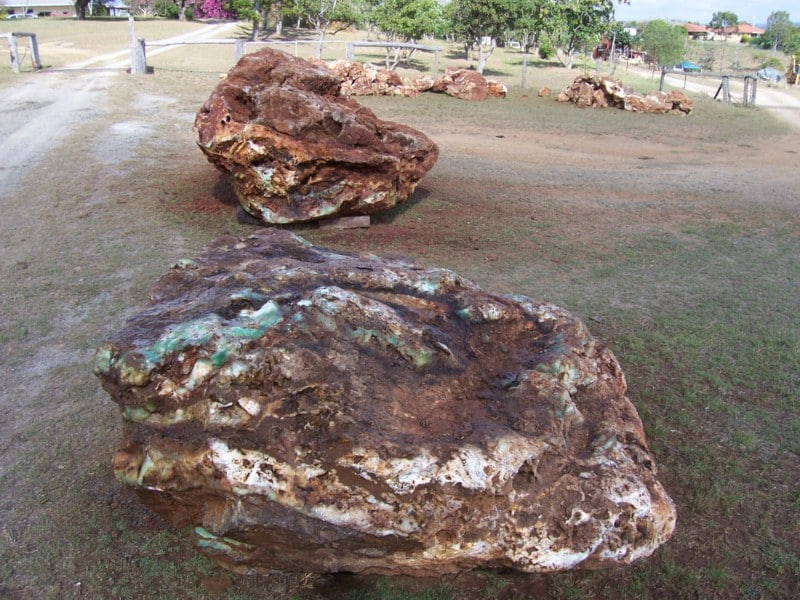 9 t boulder in foreground-at Calliope.JPG