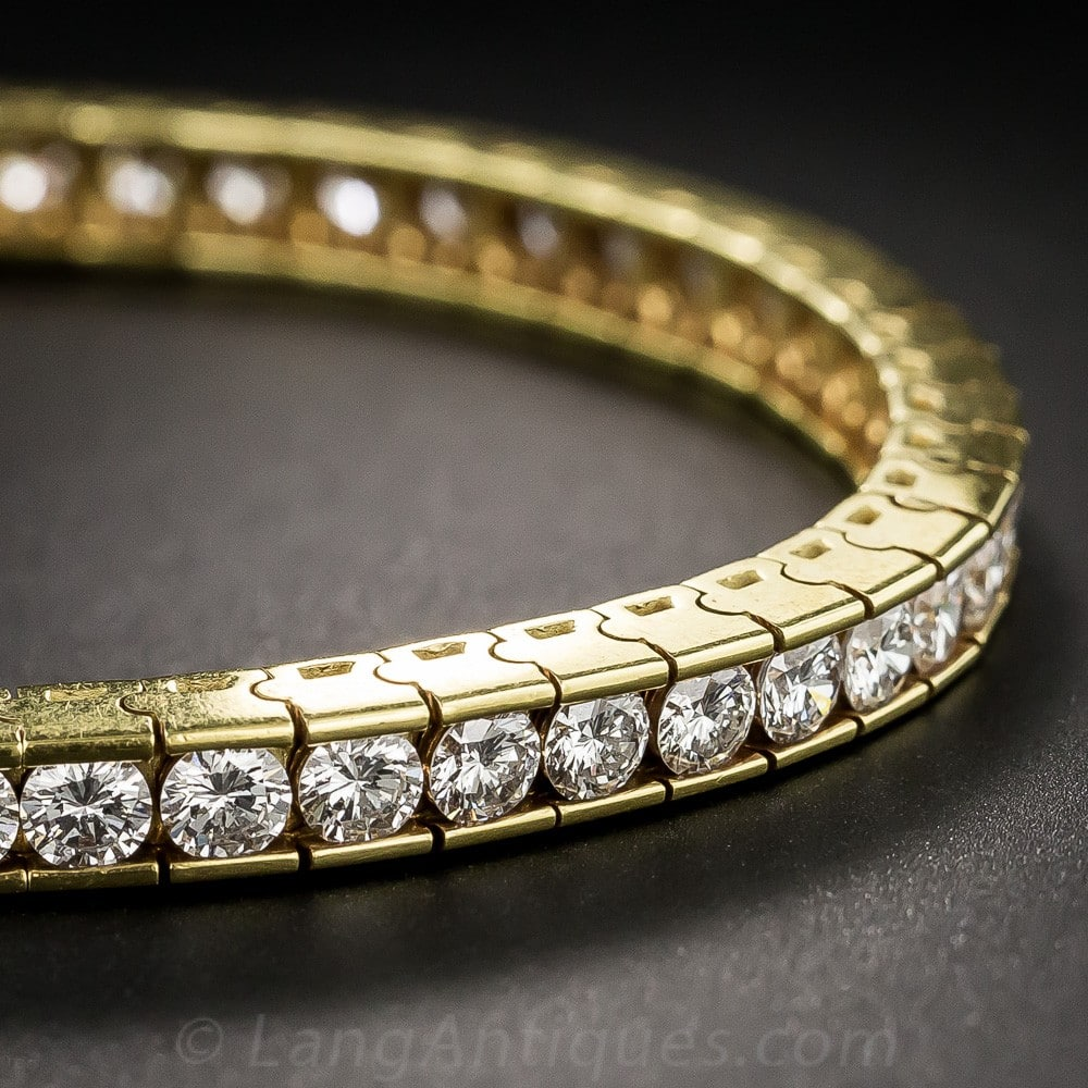 Contemporary Diamond and Gold Tennis Bracelet.