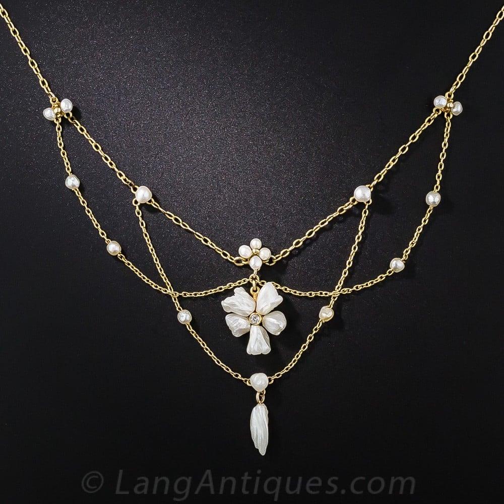 Antique Freshwater Pearl En Esclavage Necklace.